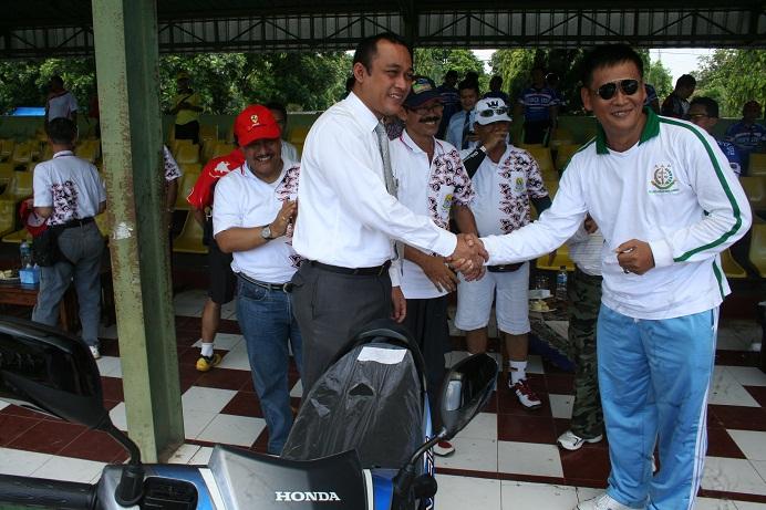 Pemenang hadiah utama Sepeda Sehat dalam rangka HUT Kabupaten Cirebon ke 530